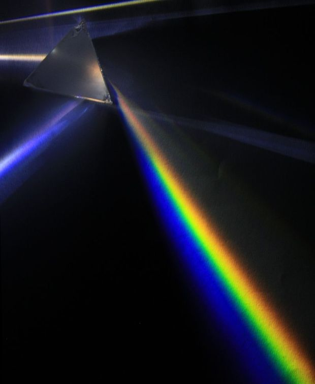 800px-Light_dispersion_of_a_mercury-vapor_lamp_with_a_flint_glass_prism_IPNr°0125